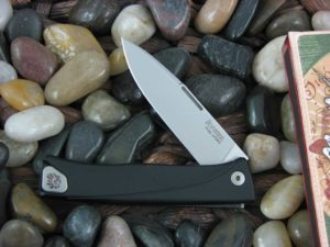 lionSteel Thrill with Black Anodized Aluminum frame TLABS